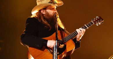 Chris Stapleton Postpones Weekend Concerts Due To Laryngitis